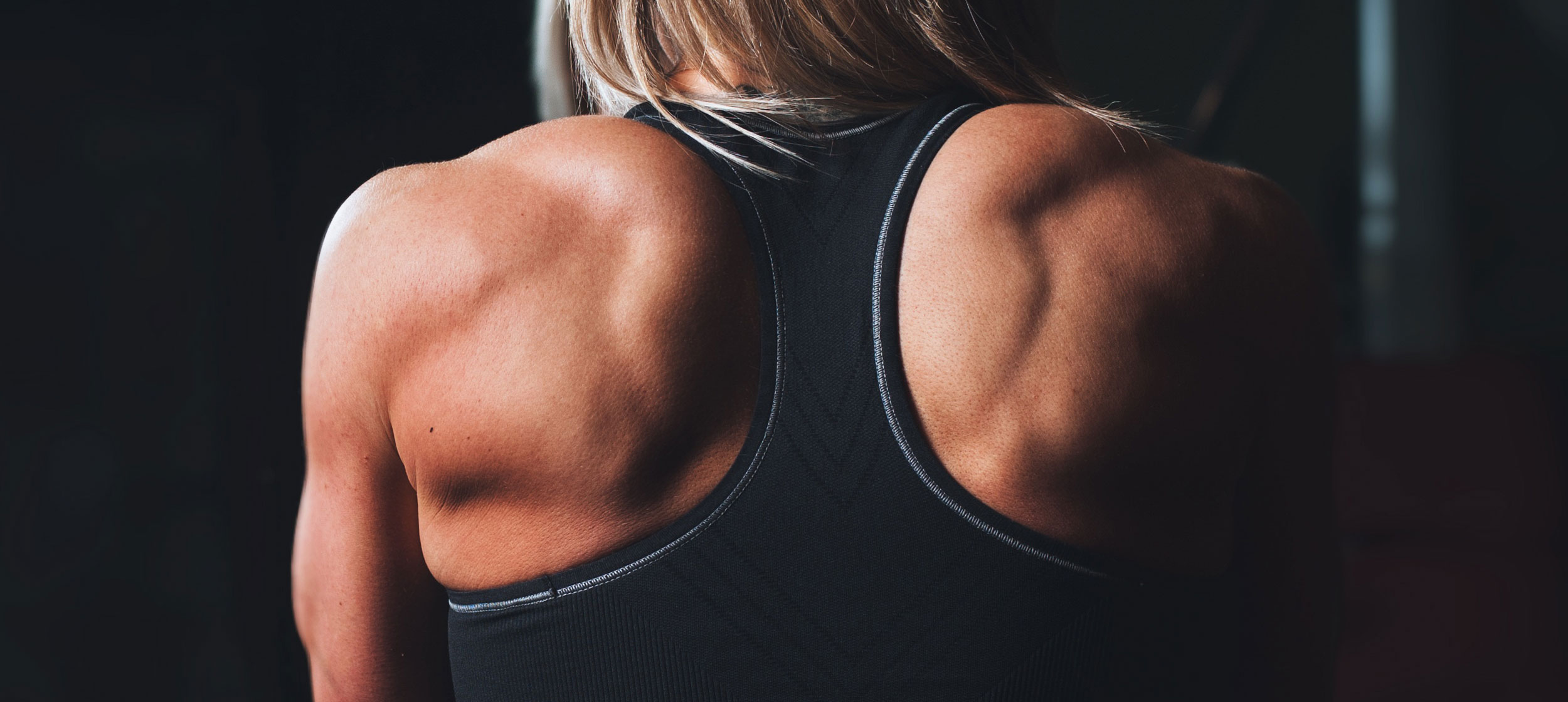 Women showing her shoulders and back muscles.